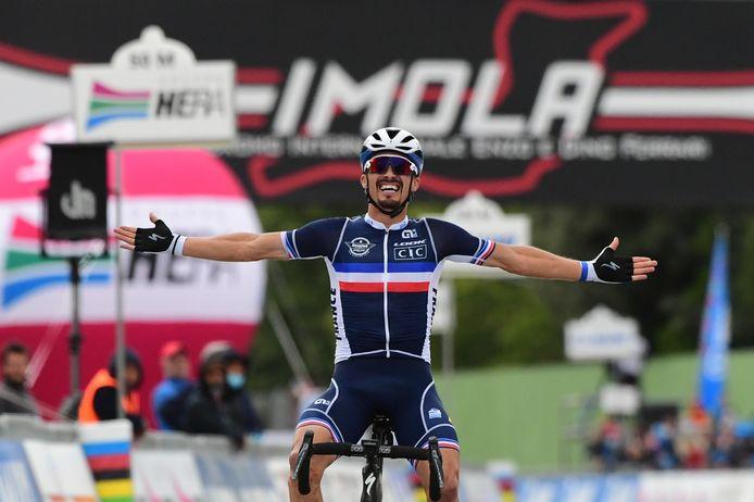 Julian Alaphilippe Remporte Les Mondiaux De Cyclisme Wout Van Aert Medaille D Argent Cyclisme 7sur7 Be