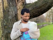 Acteur Romano Haynes geeft aanstaande vaders advies: 'Tijdens de bevalling ben je dienstbaar'