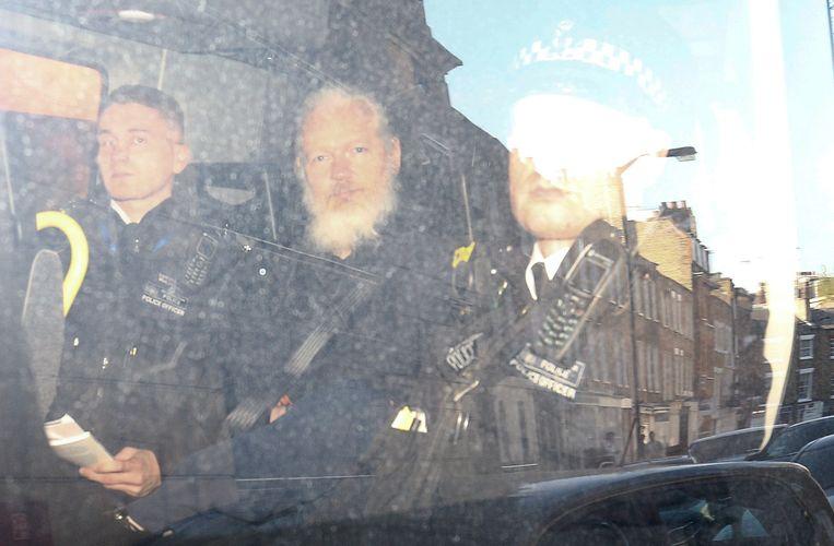 WikiLeaks-oprichter Julian Assange in een politie-auto in London, kort na zijn arrestatie eerder deze week.  Beeld REUTERS