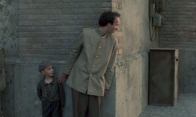 Giorgio Cantarini (links) en Roberto Benigni in La vita è bella (Roberto Benigni, 1997). Beeld