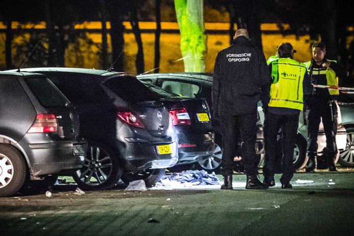 BEST - Politieonderzoek na een schietpartij bij een Beachclub in Best. Bij het incident is een dode en gewonde gevallen.
