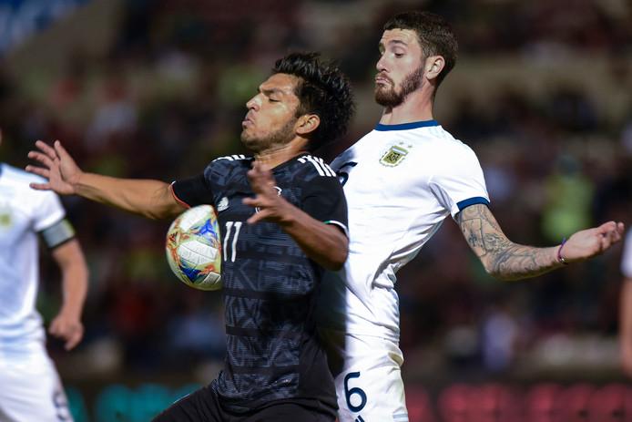 Marcos Senesi (r) deze week namens Jong Argentinië in duel met Eduardo Aguirre (Jong Mexico).
