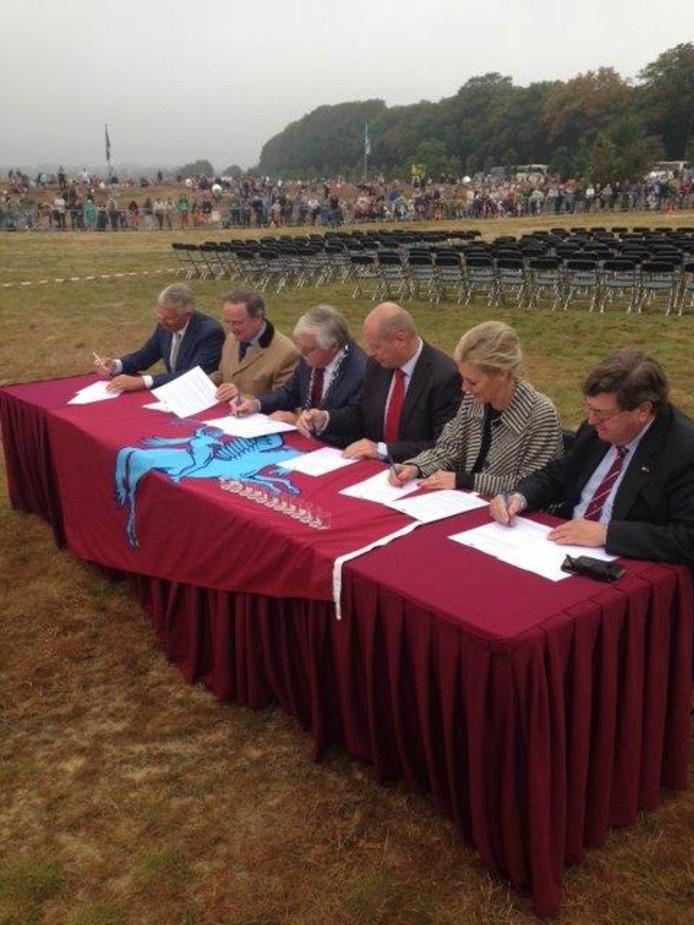 Bestuurders van de gemeenten Arnhem, Renkum, Ede en OverBetuwe tekenen op 17 september 2016 een intentieovereenkomst tot eendrachtige samenwerking. In de praktijk blijkt dit lastiger dan gedacht.