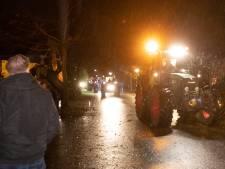 Boeren bezetten woonwijk met zeker 50 trekkers: 'We vertrouwen de provincie Gelderland niet'