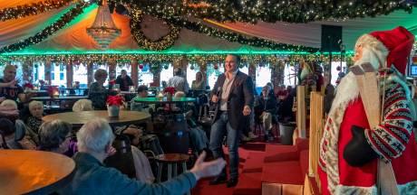 Zelf schaatsen kunnen ze niet, maar senioren genieten van middagje ijsbaan in Bergen op Zoom: 'Formidabel!'