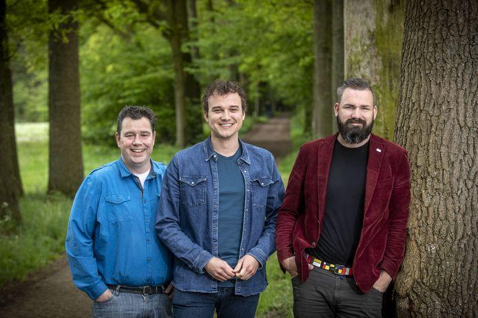 Patrick Schiphorst, Marc Smellink en Joris Poffers (vanaf links) willen weten hoe de gemeentepolitiek aantrekkelijker gemaakt kan worden voor jongeren.