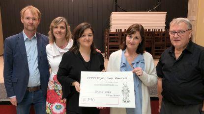 Cindy Franssen schenkt opbrengst van tombola aan StudioNona van het Kinderkankerfonds