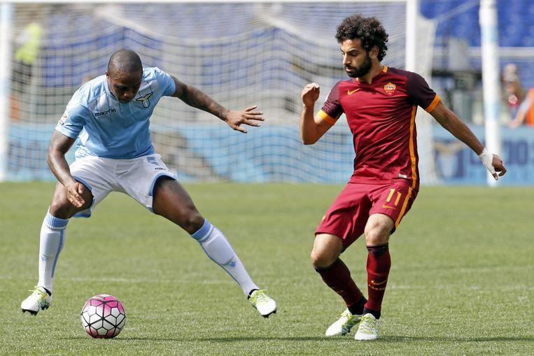 Edson Braafheid van Lazio (links) en Mohammed Salah. Beeld reuters