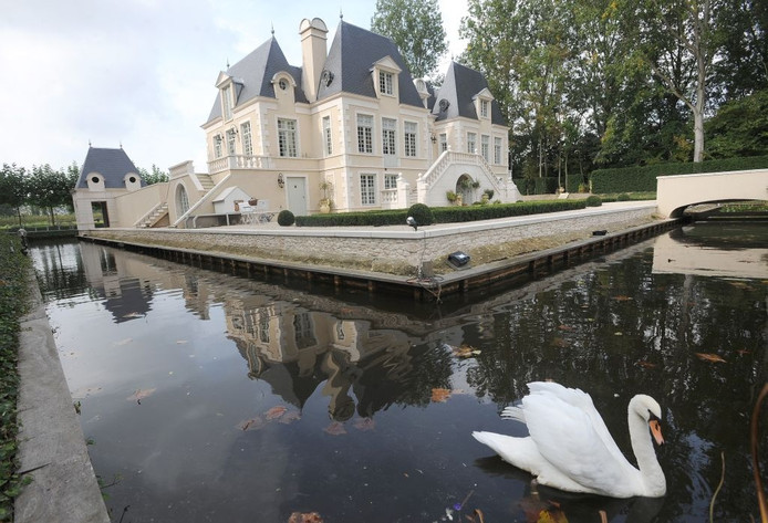 Het Arendsslot bij 's-Heer Arendskerke. foto Willem Mieras.