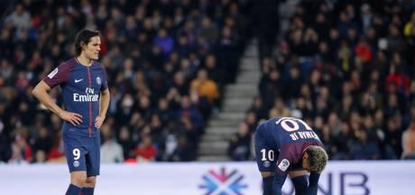 Alves regelt verzoeningsetentje voor Neymar en Cavani
