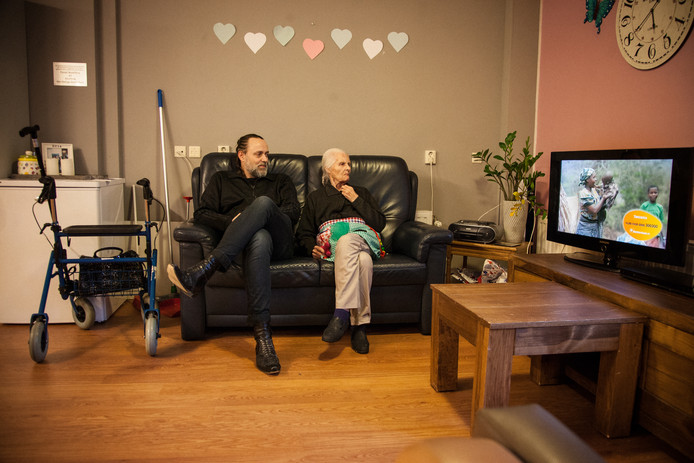 Documentaireserie van Adelheid Roosen en Hugo Borst speelde zich af in de Leeuwenhoek, waar Humanitas nu maatregelen moet nemen.