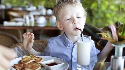 "Nederland discussieert over kinderen op restaurant: ""Kan je dat rotjoch thuislaten?!"""