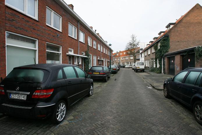 De Ranonkelstraat in het Eindhovense stadsdeel Stratum is een van de straten waar veel woonhuizen gesplitst zijn of voor kamerverhuur worden gebruikt door eigenaren. (archieffoto)