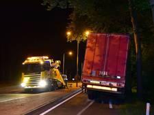 Vrachtwagen verliest trailer bij Bilthoven