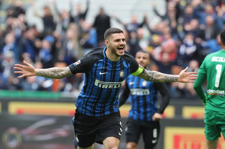 MILAN, ITALY - MARCH 31: Mauro Icardi of Inter celebrates the opening goal during the serie A match between FC Internazionale and Hellas Verona FC at Stadio Giuseppe Meazza on March 31, 2018 in Milan, Italy. (Photo by Maurizio Lagana/Getty Images)