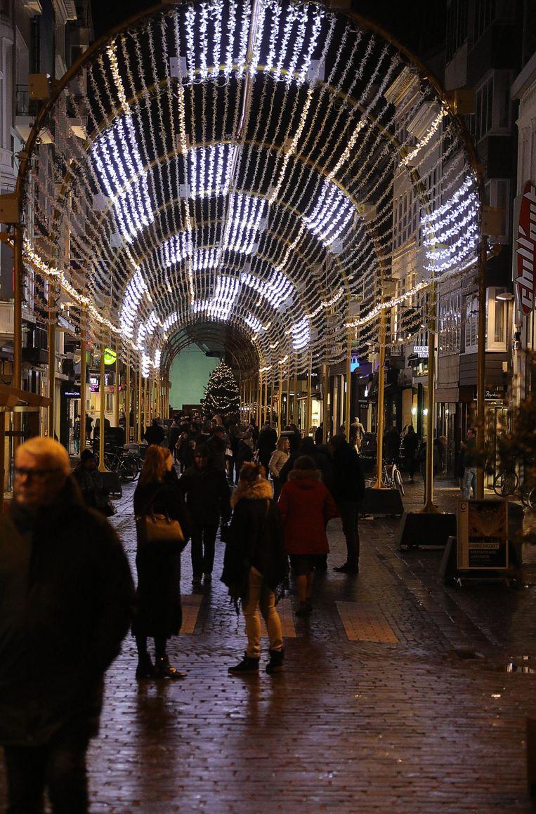 De lichttunnel in de Adolf Buylstraat is nog niet helemaal af, maar is toch al indrukwekkend.