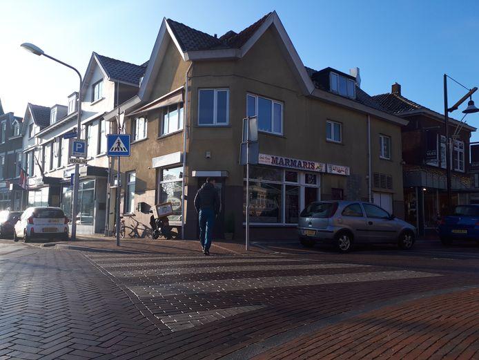 De politie, Belastingdienst, Douane, Voedsel en Warenautoriteit deed ook onderzoek bij grillhouse Marmaris aan de Kerkstraat in Sliedrecht.