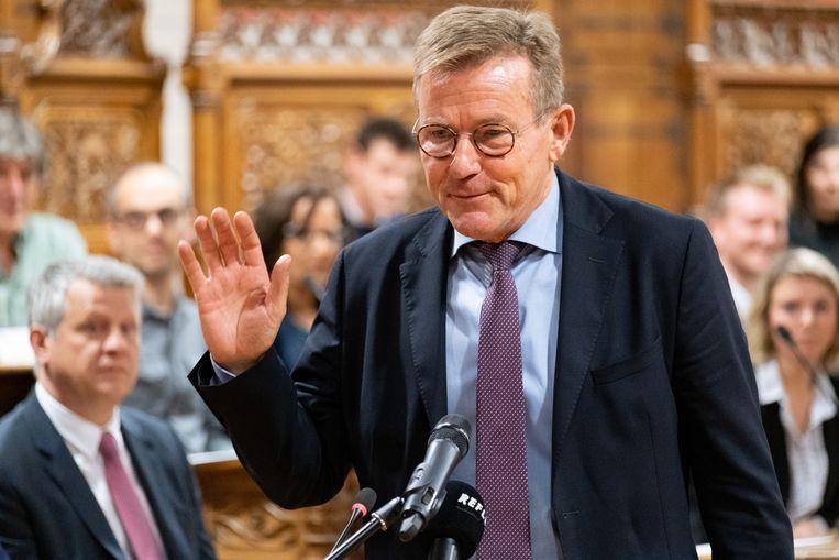Installatievergadering van de nieuwe gemeenteraad begin vorig jaar. Johan Van Overtvelt (NV-A) legde de eed af, maar was er sindsdien vaker niet dan wel.