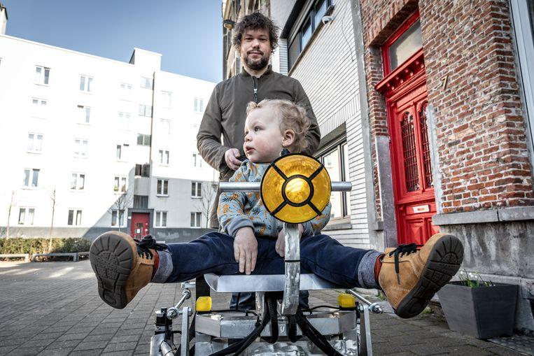 Kris Temmerman (40) bouwde voor zijn zoontje Corneel een kopie van de Mars Rover.