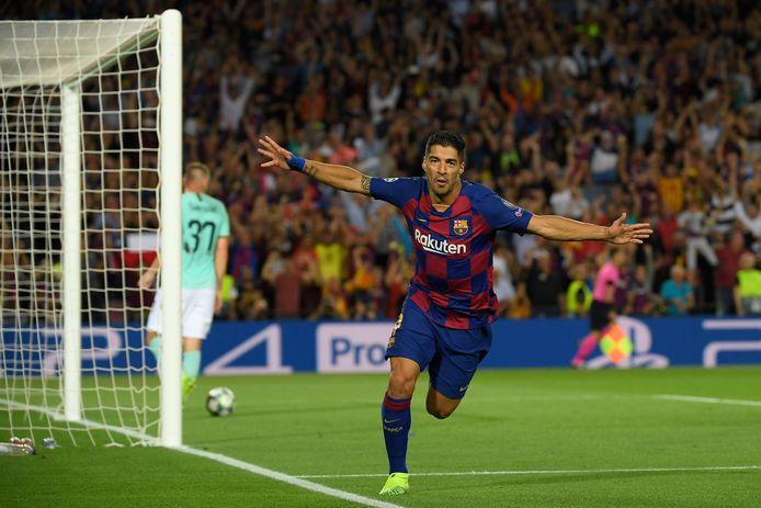 Six ans, 198 buts, quatre Ligas, une Ligue des Champions, une Coupe du monde des Clubs: Luis Suarez a marqué l'histoire avec le Barça.