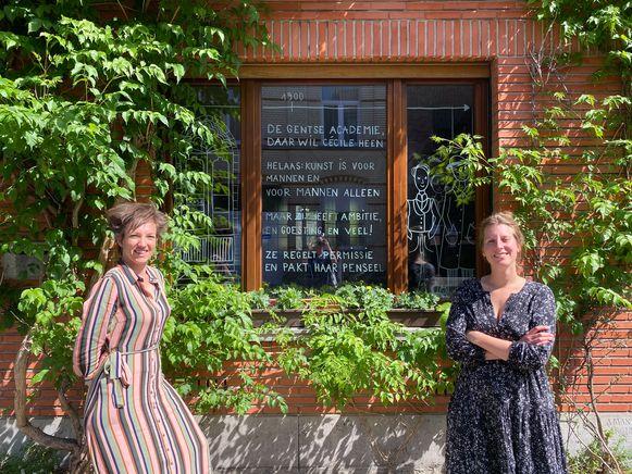 Evy Van Eylen (links) schreef de tekst voor de ramen, Eva De Moor (rechts) maakte de tekeningen.