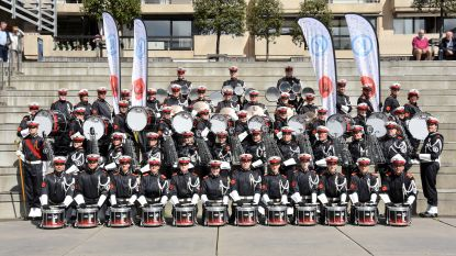 Paradekorps El Fuerte showt zijn nieuwe muziekinstrumenten