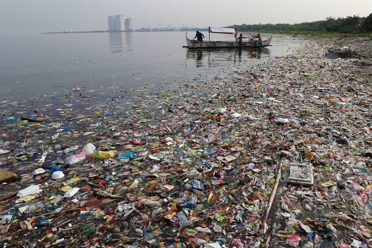 Plastic afval in de Baai van Manila, de kustregio rond de Filipijnse hoofdstad.