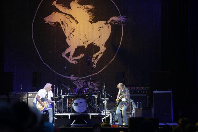 Neil Young met spitsbroeder Frank 'Poncho' Sampedro en drummer Ralph Molina.