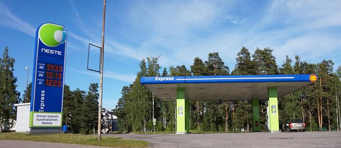 Een Neste station in de Finse stad Heinola.