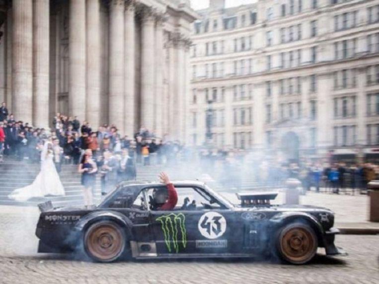 Top Gear-presentator en voormalige Friends-acteur matt LeBlanc verstoort een bruiloft bijSt. Paul's Cathedral. Beeld Top Gear