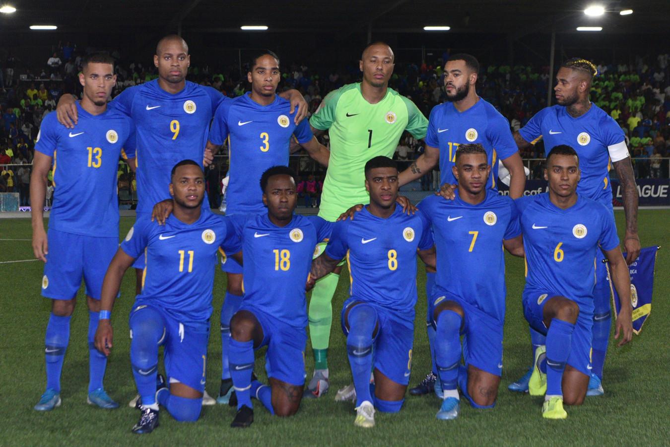 De elf van Curaçao voor de wedstrijd tegen Costa Rica, met doelman Eloy Room.