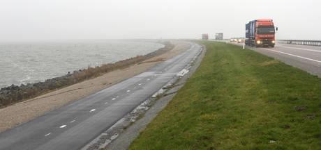 Drie gewonden bij ongeval op dijk tussen Lelystad en Enkhuizen