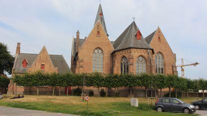 Drie transmigranten krijgen tot jaar cel voor binnendringen van vakantiewoning naast Sint-Donaaskerk: huis werd intussen al vijf keer gekraakt