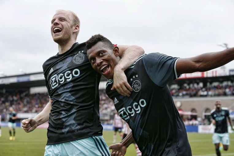 Ajax-aanwinst Mateo Cassierra (rechts) scoort de 1-3 tegen Sparta en viert dat met Davy Klaassen. Beeld anp