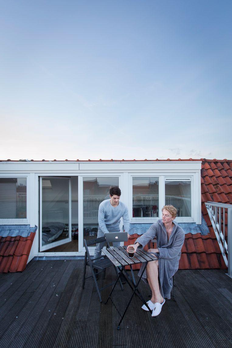 Links: Tijn Hoyng (27) uit Nederland, founder van Je m'appelle Company en woont er vanaf de start (2 jaar). Rechts: Redro (28) uit Nederland, copywriter en woont er vanaf de start (2 jaar). Beeld Jorgen Caris