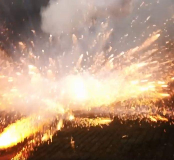 Voormalig burgemeester Bram van  Hemmen zag op oudejaarsdag jongeren vuurwerk naar handhavers gooien en filmde het incident.
