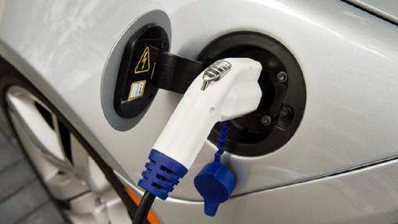 Hybride wagens zijn populairder bij Vlamingen dan elektrische wagens.