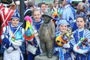 Mini Prinsenpaar en Mini Hofnarrenpaar bij de Kleine Vaantjesboer.
