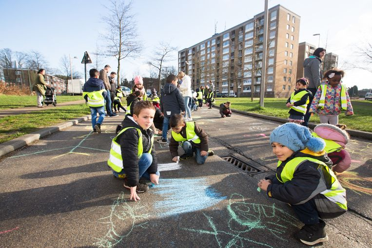 Gen opent een tweede schoolstraat, meer bepaald op een deel van de Kneippstraat aan het Sint- Jozefinstituut in Bokrijk.