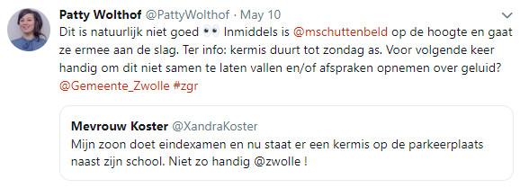 De tweets van PvdA-raadslid Patty Wolthof en de verbolgen moeder Xandra Koster.