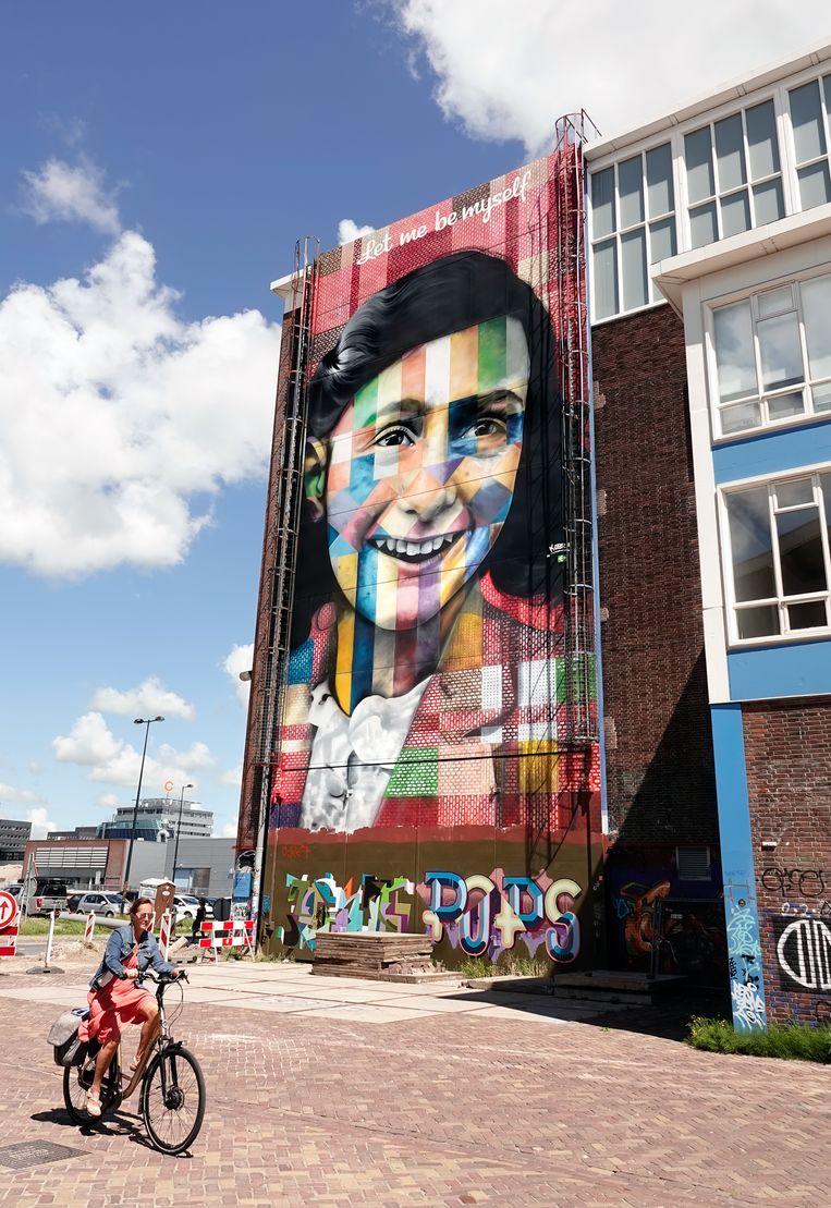 De Lasloods op het NDSM-terrein in Amsterdam, met een portret van Anne Frank van de Braziliaanse street artist Eduardo Kobra. Beeld ANP