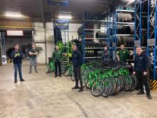 Deze stichting verdeelt gratis fietsen onder mensen die de rijwielen zelf niet kunnen betalen