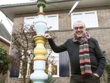 Oud-burgemeester Frank Kerckhaert heeft een bijzondere totempaal in de tuin: 'er zit ook een windwijzer op'