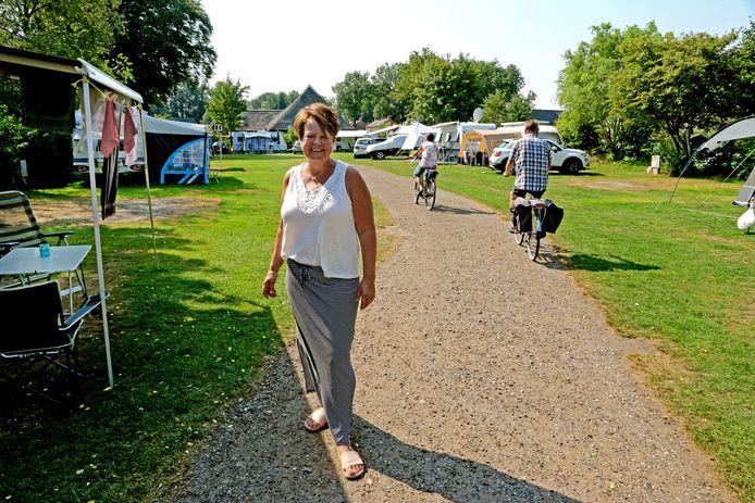 Marijanne Bakker, op haar kleine camping Het Centrum in Norg.