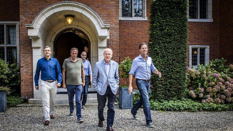 Buma (CDA), Pechtold (D66), Segers (ChristenUnie), informateur Zalm en premier Rutte tijdens de formatie op landgoed De Zwaluwenberg. Beeld anp