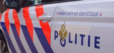 Politie haalt met getrokken pistool mannen uit auto in Utrecht