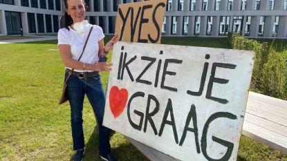"""Arts Yves Deltour ligt met Covid-19 in AZ Groeninge: """"Zijn vrouw komt elke dag met liefdevolle boodschap"""""""