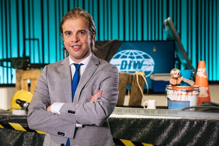 De ideale wereld is terug vanaf dinsdag 4 september met Jan Jaap van der Wal als nieuwe presentator, en met nieuwe sidekicks, reporters en rubrieken. Jan Jaap Van der Wal - De Ideale Wereld