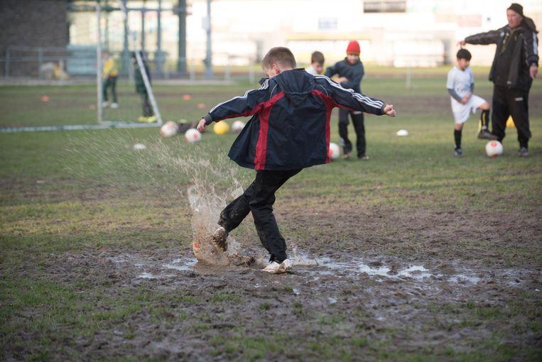 Kluisbergen sportief speelt vaak op een modderveld.