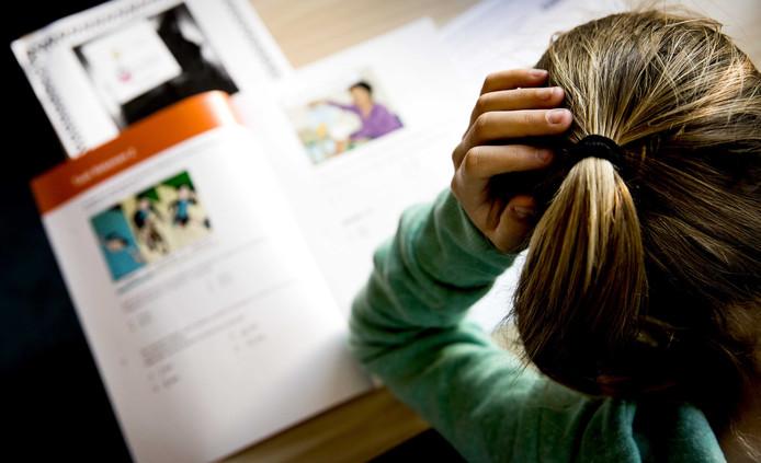 De leerlingen van groep 8 van basisschool De Horizon buigen zich over de eindtoets.